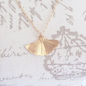 Vintage Jewelry - Gold Tone Gingko Leaf Pinup Vintage Necklace